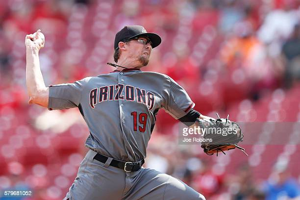Tyler Clippard of the Arizona Diamondbacks pitches in the ninth inning against the Cincinnati Reds at Great American Ball Park on July 24 2016 in...