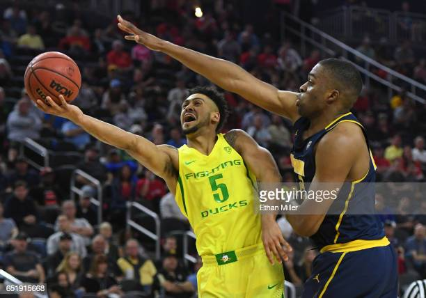Tyler Dorsey of the Oregon Ducks drives to the basket against Kingsley Okoroh of the California Golden Bearsduring a semifinal game of the Pac12...