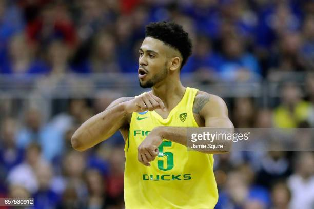 Tyler Dorsey of the Oregon Ducks reacts against the Michigan Wolverines during the 2017 NCAA Men's Basketball Tournament Midwest Regional at Sprint...