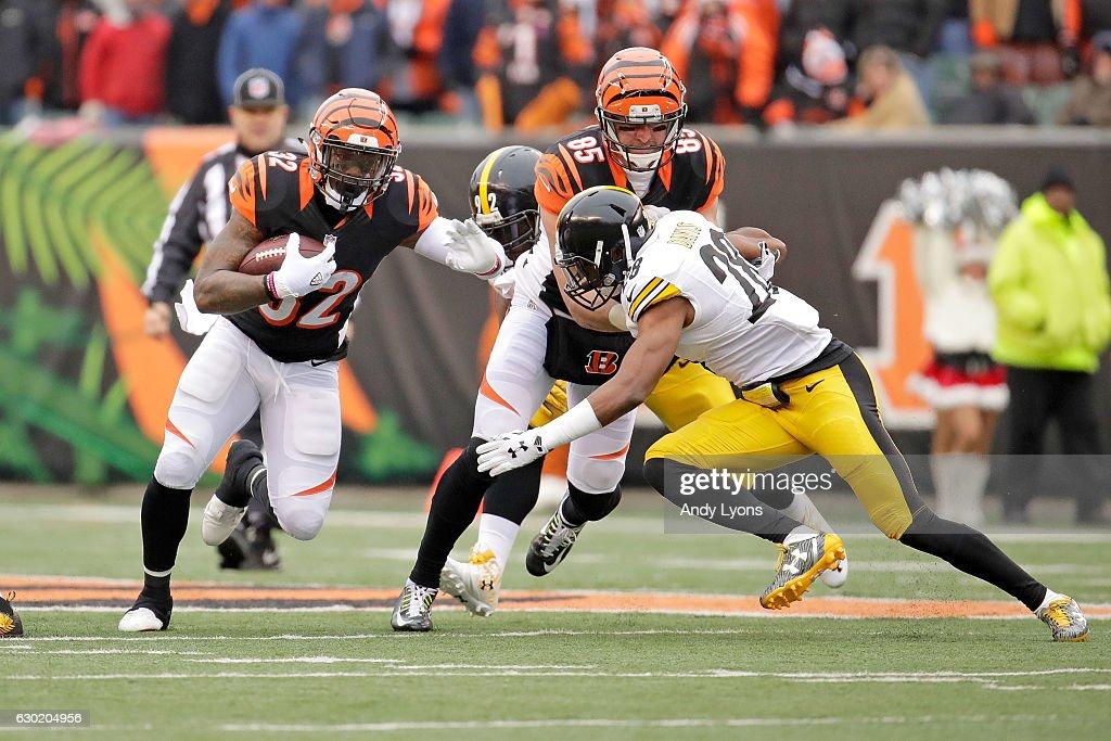 Tyler Eifert #85 of the Cincinnati Bengals blocks Sean Davis #28 of the Pittsburgh Steelers as Jeremy Hill #32 of the Cincinnati Bengals carries the ball during the first quarter at Paul Brown Stadium on December 18, 2016 in Cincinnati, Ohio.