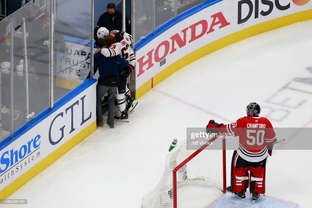 Edmonton Oilers v Chicago Blackhawks : News Photo