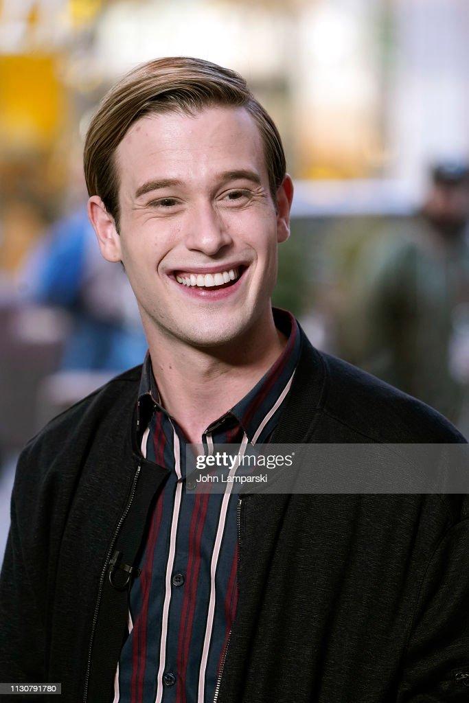 """NY: Tyler Henry Visits """"Extra"""""""