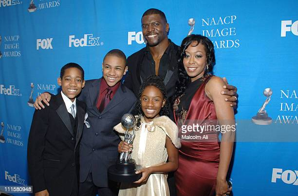 Tyler James Williams Tequan Richmond Terry Crews Imani Hakim and Tichina Arnold winners of Outstanding Comedy Series for Everybody Hates Chris
