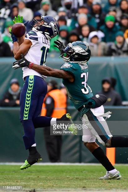 Tyler Lockett of the Seattle Seahawks hauls in a reception against Jalen Mills of the Philadelphia Eagles during the fourth quarter at Lincoln...