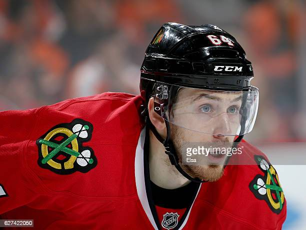 Tyler Motte of the Chicago Blackhawks waits for the face off in the second period against the Philadelphia Flyers on December 3 2016 at Wells Fargo...