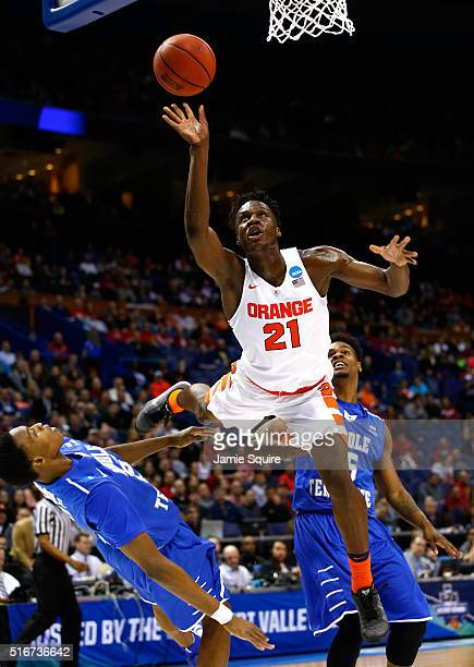 Tyler Roberson of the Syracuse Orange shoots against Karl Gamble of the Middle Tennessee Blue Raiders in the first half during the second round of...