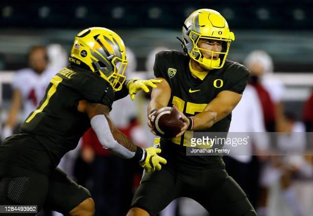 Tyler Shough of the Oregon Ducks hnads off the ball to CJ Verdell against the Stanford Cardinal at Autzen Stadium on November 07, 2020 in Eugene,...