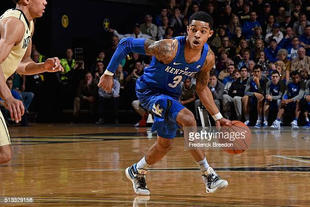 Tyler Ulis of the Kentucky Wildcats plays against the Vanderbilt Commodores at Memorial Gym on February 27 2016 in Nashville Tennessee Vanderbilt...