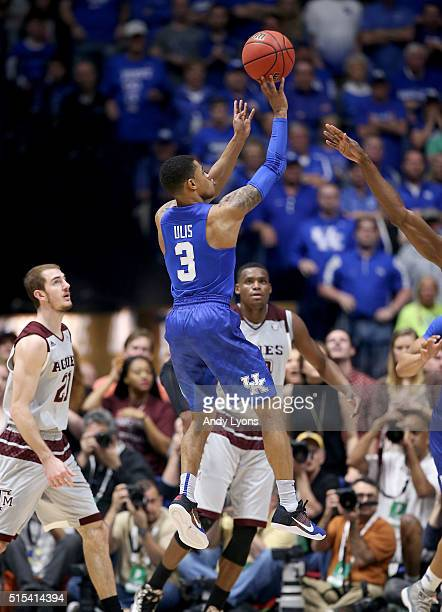 Tyler Ulis of the Kentucky Wildcats shoots the ball in the 8277 OT win over the Texas AM Aggies in the Championship Game of the SEC Basketball...