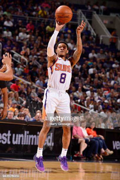 Tyler Ulis of the Phoenix Suns shoots the ball during the game against the Golden State Warriors on April 8 2018 at Talking Stick Resort Arena in...