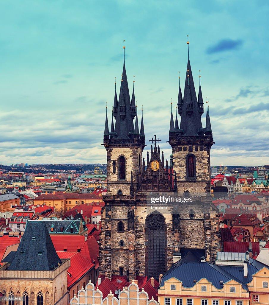 Igreja de Týn em Praga : Foto de stock