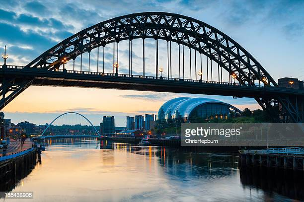 tyne bridge, newcastle, england - newcastle upon tyne stockfoto's en -beelden