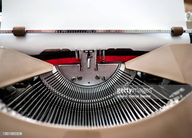 typewriter with a blank document. - the media stock pictures, royalty-free photos & images