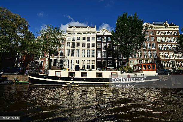 typical canal view in amsterdam - emreturanphoto stock pictures, royalty-free photos & images