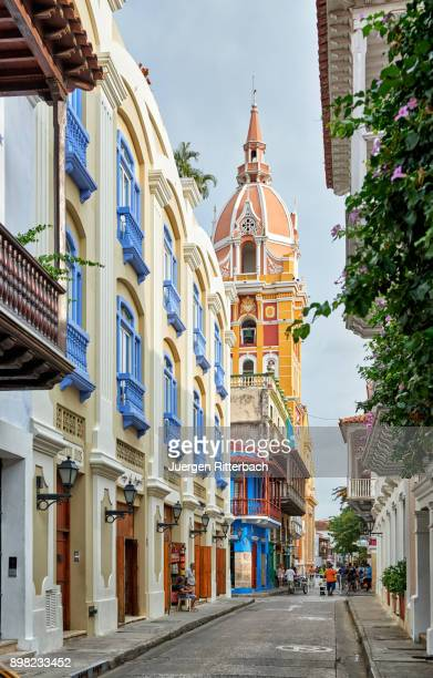 typical colorful facades of cartagena - cartagena colombia foto e immagini stock