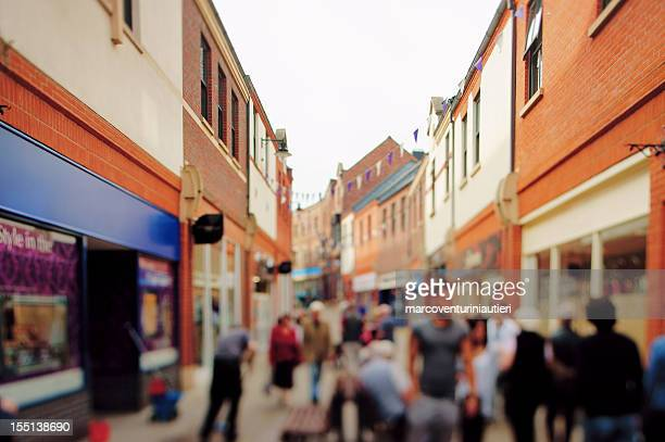 typical generic british high street with blurred and unrecognizable details - marcoventuriniautieri stock pictures, royalty-free photos & images