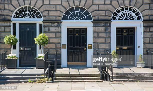 typical georgian doorways, edinburgh, scotland - new town edinburgh fotografías e imágenes de stock