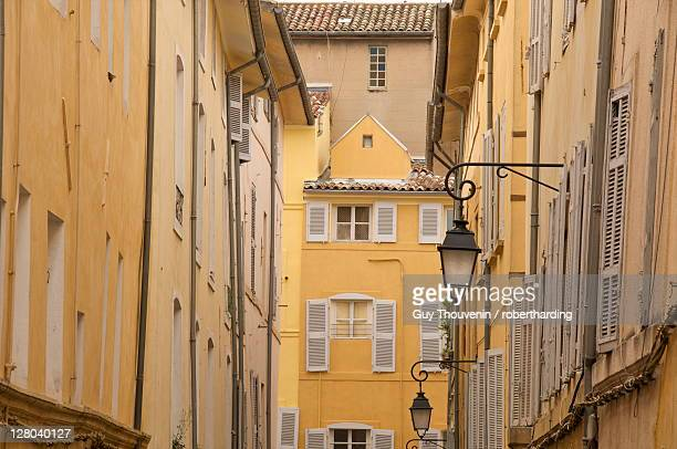 Typical houses and street, in the old Aix, Aix en Provence, Provence, France, Europe