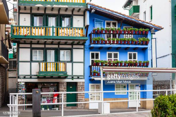 typical houses in the municipality of hondarribia - オンダリビア ストックフォトと画像