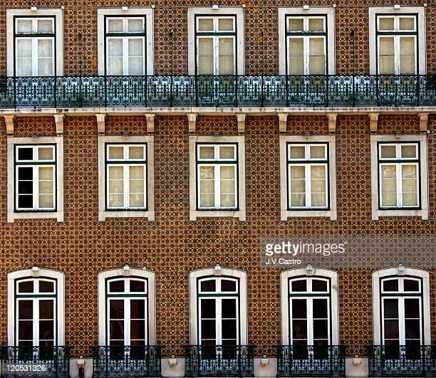 typical portuguese facade in lisbon - cultura portuguesa fotografías e imágenes de stock