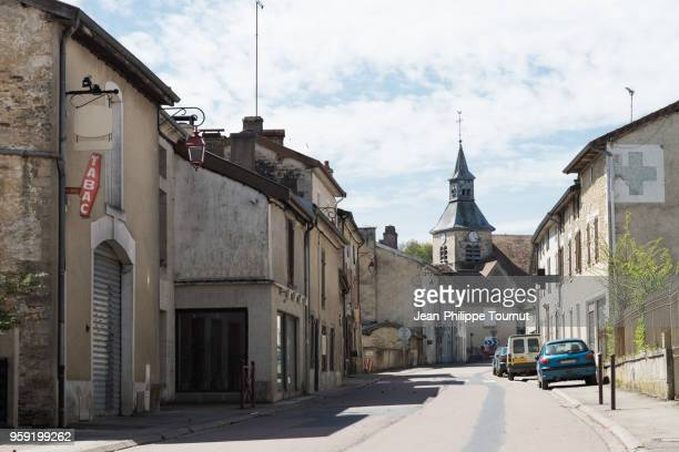 typical quiet village street in france - villaggio foto e immagini stock