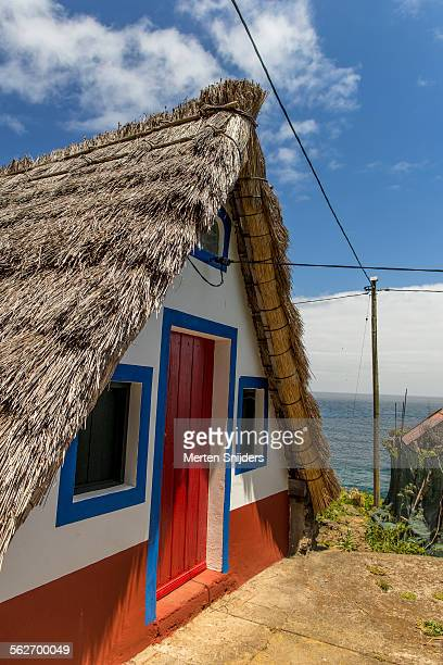 typical santana house along coast - merten snijders stockfoto's en -beelden