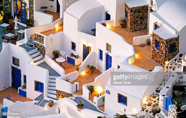 typical santorini architecture - oia santorini foto e immagini stock