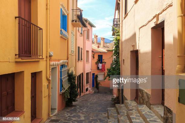 typical street in the south of france (collioure / languedoc-roussillon, france) - collioure photos et images de collection