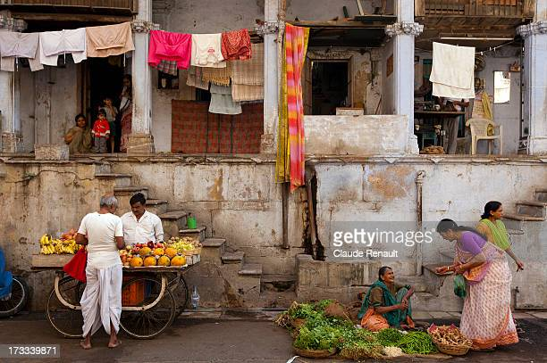 Typical street life scene in Ahmedabad, near the Swaminarayan temple.