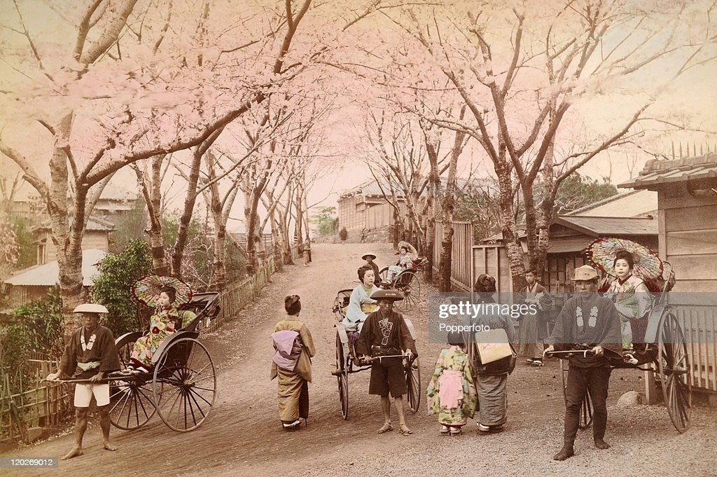 A typical street scene with rickshaws in Kobe, circa 1900.