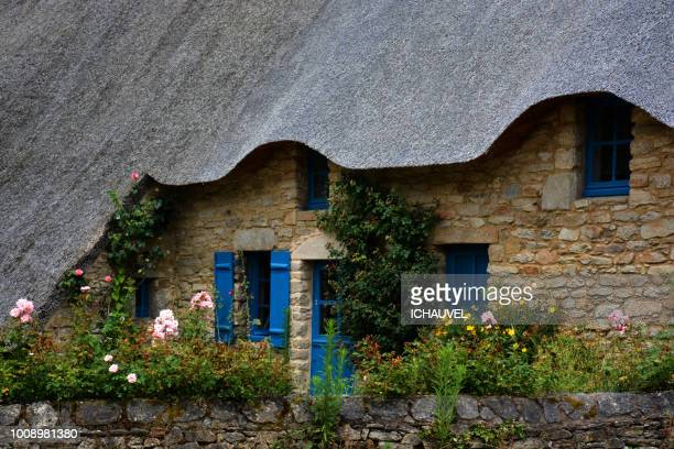 typical thatched cottage france - loire atlantique stock pictures, royalty-free photos & images