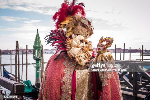 typical venetian mask with many gondolas at the back - arte ストックフォトと画像