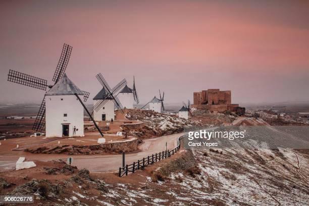 typical windmills of region of castilla la mancha and  la muela castle - castilla la mancha fotografías e imágenes de stock