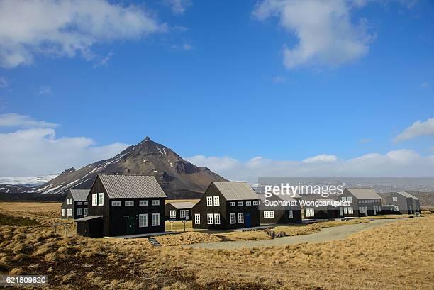 typical wooden farm on the coast in snaefellsnes peninsula, iceland - gras bildbanksfoton och bilder