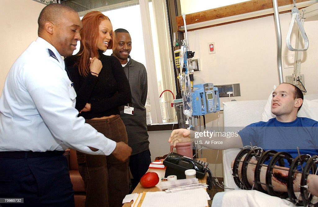 Tyra Banks Visits Iraqi War Injured at Walter Reed Army Medical Center : News Photo