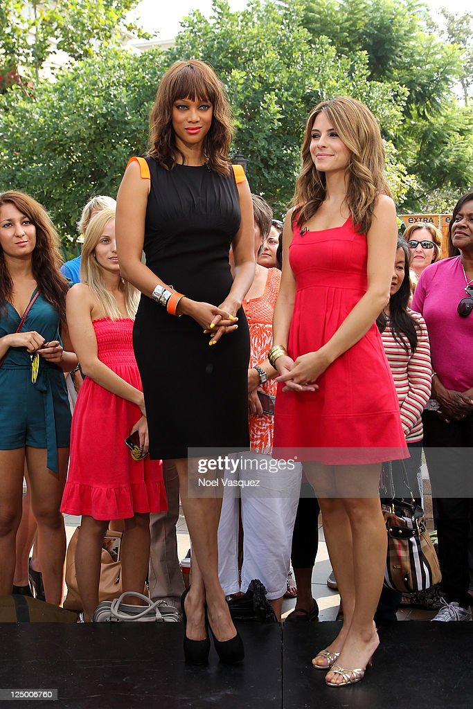 Heidi Klum, Tyra Banks and The Cast of 'The League' On 'Extra' : News Photo