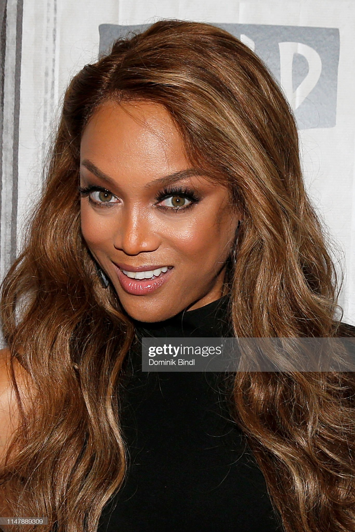 Hazel eyes - Personas famosas con los ojos de color AVELLANA Tyra-banks-attends-the-build-series-to-discuss-2019-sports-swimsuit-picture-id1147889309?s=2048x2048