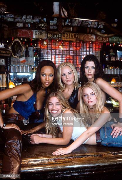 Tyra Banks Maria Bello Izabella Miko Bridget Moynahan and Piper Perabo in a scene from the film 'Coyote Ugly' 2000