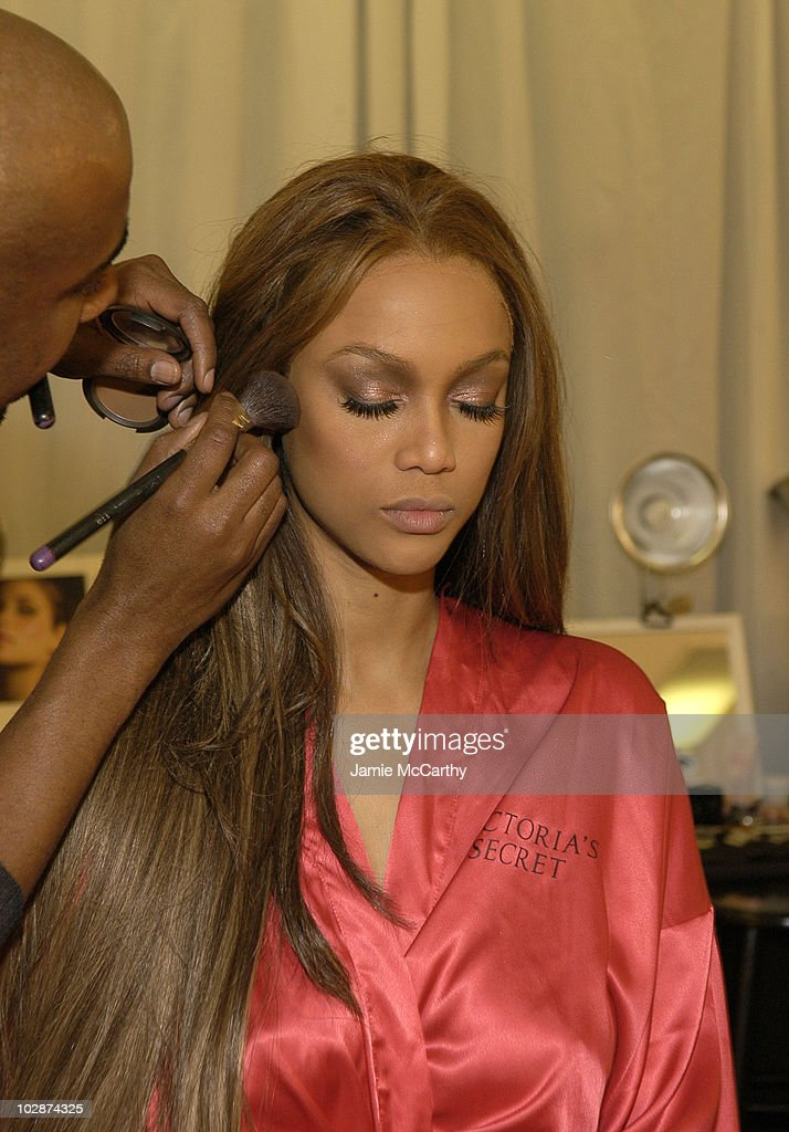 10th Victoria's Secret Fashion Show - Hair and Makeup : News Photo