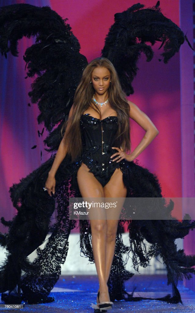 10th Victoria's Secret Fashion Show - Runway : Nieuwsfoto's