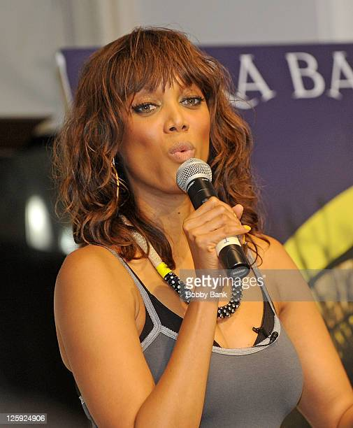 Tyra Banks Modelland: Modelland Photos Et Images De Collection