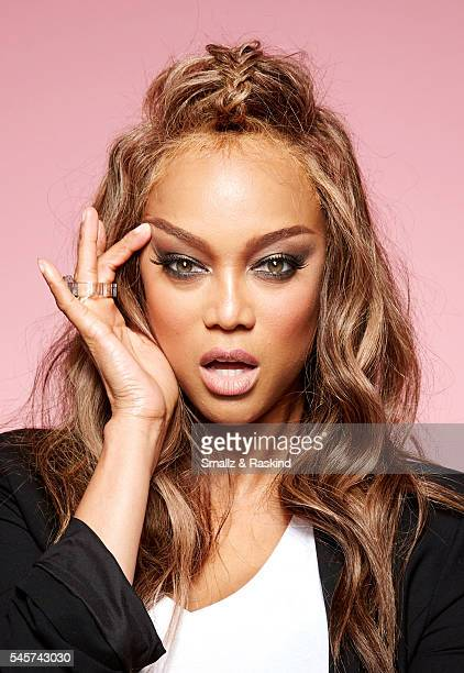 Tyra Banks takes a portrait at Beautycon Festival Los Angeles on July 9 2016 in Los Angeles California @raskindphoto @smallzphoto