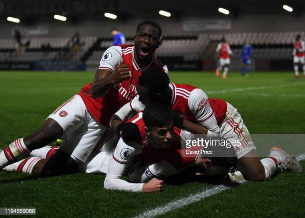 Tyreece JohnJules celebrates scoring Arsenal's 3rd goal with Joseph Olowu James Olayinka Jordan McEneff and Robbie Burton during the Premier League...
