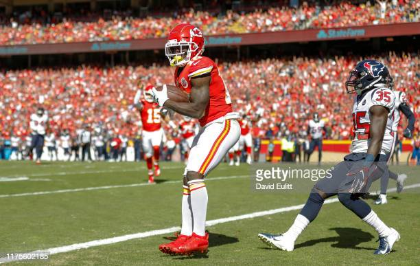 Tyreek Hill of the Kansas City Chiefs catches a sixyard touchdown pass in the third quarter in front of Keion Crossen of the Houston Texans at...