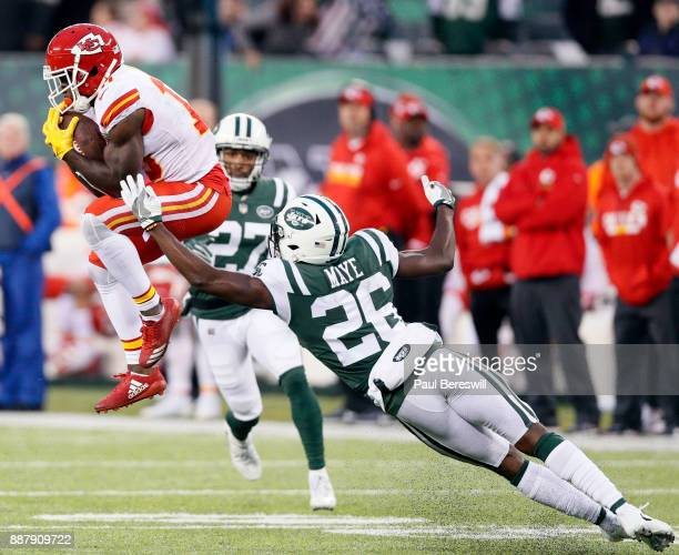 Tyreek Hill of the Kansas City Chiefs pulls in a pass for a 40 yard gain with about two minutes left in the fourth quarter as he caught it under...