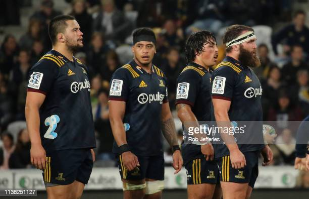 Tyrel Lomax Shannon Frizell Daniel LienertBrown and Liam Coltman of the Highlanders prepare for a scrum during the round 10 Super Rugby match between...