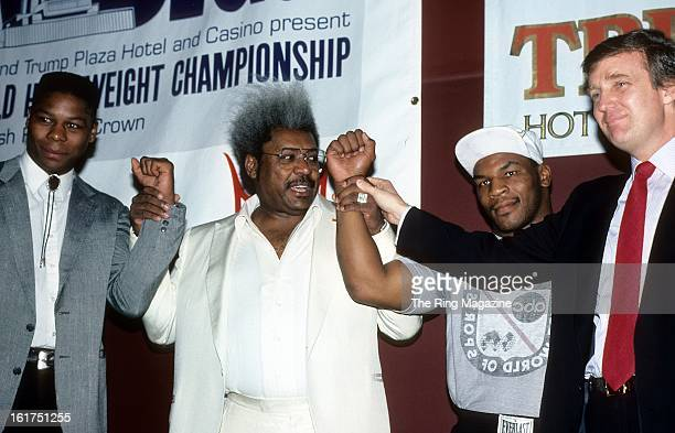 Tyrell Biggs Promoter Don King Mike Tyson and Donald Trump pose during the press conference to promote their upcoming fight in New York