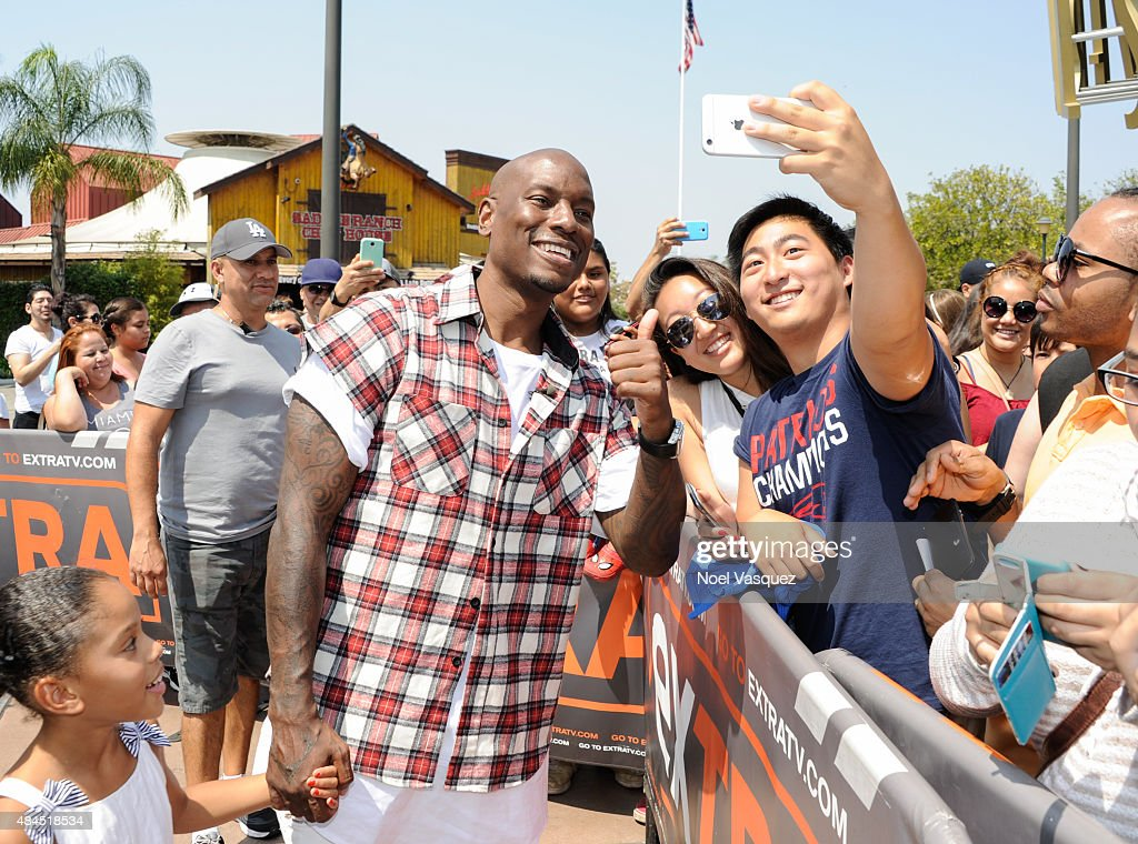 Tyrese Gibson visits 'Extra' at Universal Studios Hollywood on August 19, 2015 in Universal City, California.