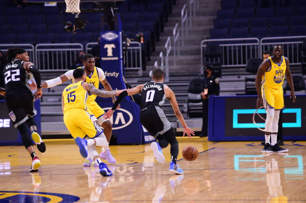 Tyrese Haliburton of the Sacramento Kings drives to the basket against the Golden State Warriors on April 25, 2021 at Chase Center in San Francisco,...