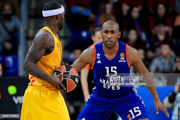 Tyrese Rice of FC Barcelona Lassa fighting for the ball with Jayson Granger of Anadolu Efes during the basketball Turkish Airlines Euroleague match...